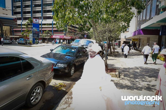weeding in the city nairobi streets by waruisapix (2 of 16)