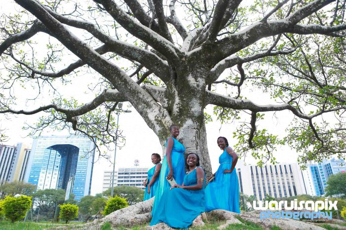 weeding in the city nairobi streets by waruisapix (2 of 3)