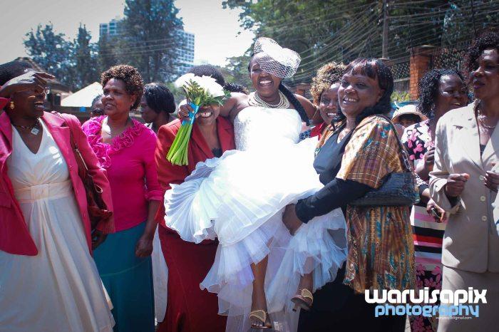 weeding in the city nairobi streets by waruisapix (7 of 37)