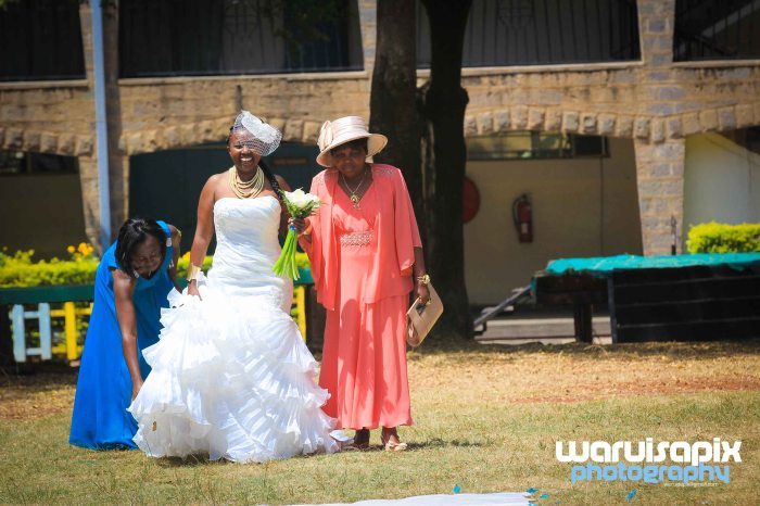 weeding in the city nairobi streets by waruisapix (9 of 37)