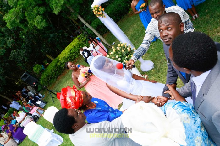 creative kenyan wedding photographer-36
