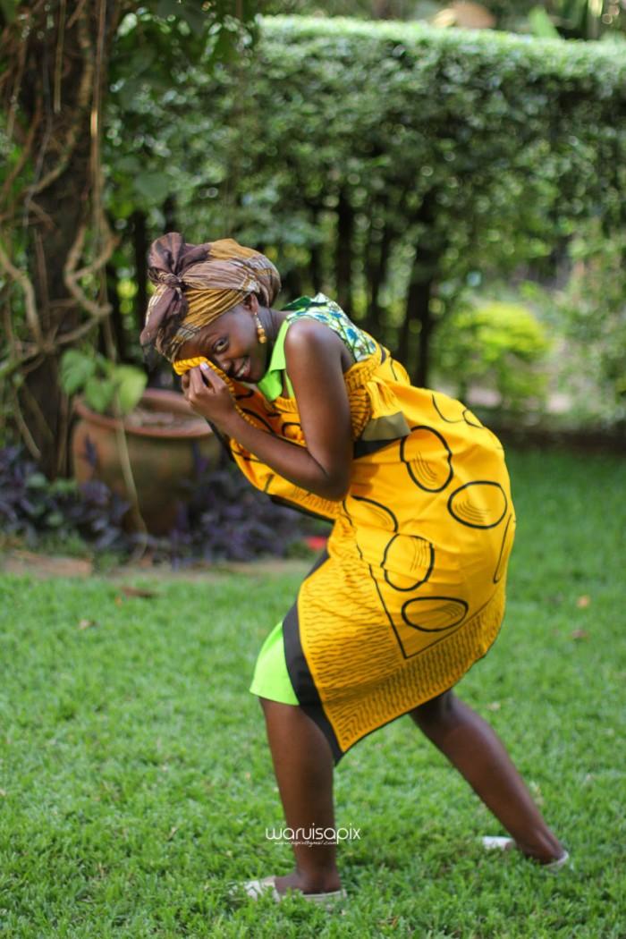 top kenyan wedding photographer waruisapix extreme fun unposed sponteneous photos of bridal party in african wear -110
