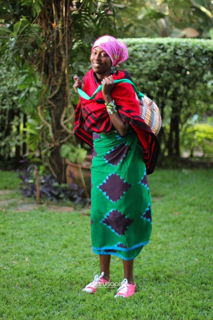 top kenyan wedding photographer waruisapix extreme fun unposed sponteneous photos of bridal party in african wear -111