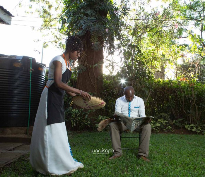 top kenyan wedding photographer waruisapix extreme fun unposed sponteneous photos of bridal party in african wear -112