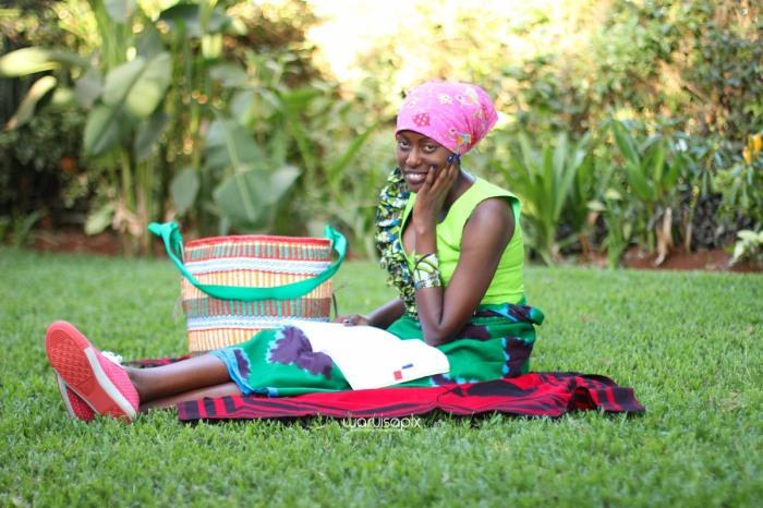 top kenyan wedding photographer waruisapix extreme fun unposed sponteneous photos of bridal party in african wear -113