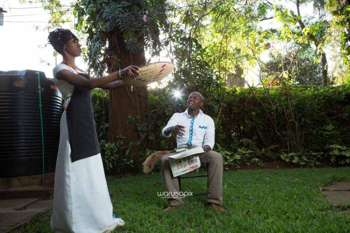 top kenyan wedding photographer waruisapix extreme fun unposed sponteneous photos of bridal party in african wear -114