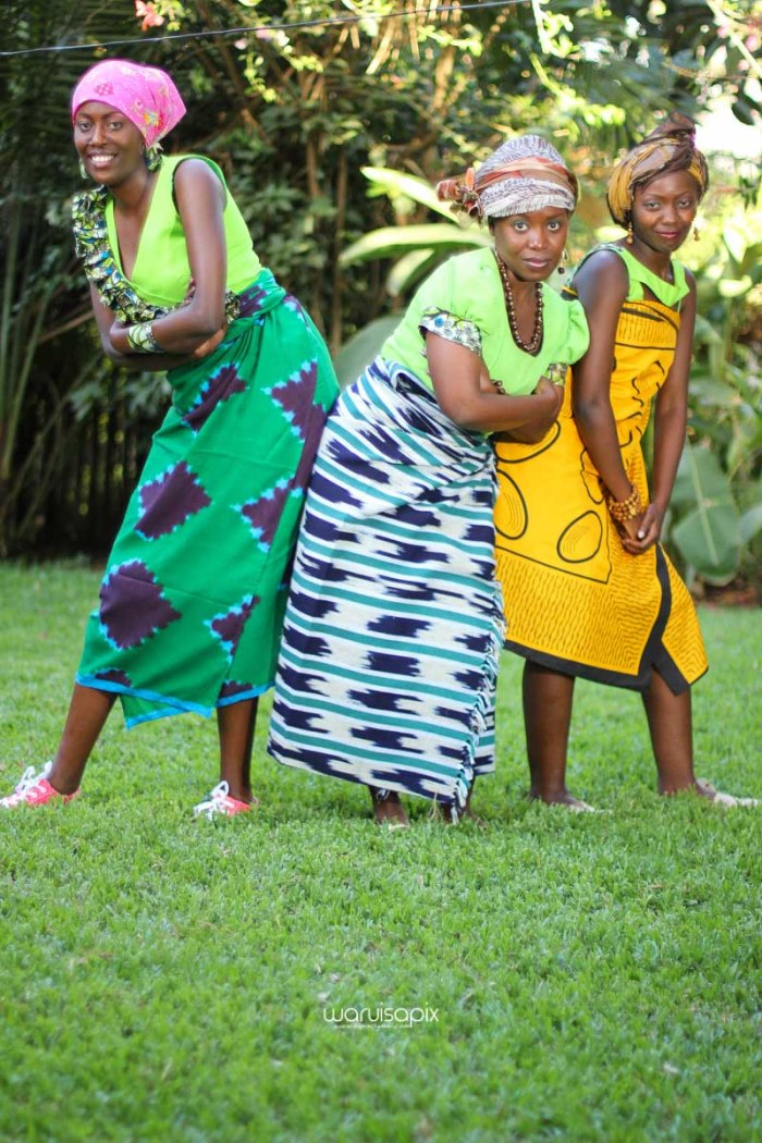 top kenyan wedding photographer waruisapix extreme fun unposed sponteneous photos of bridal party in african wear -116