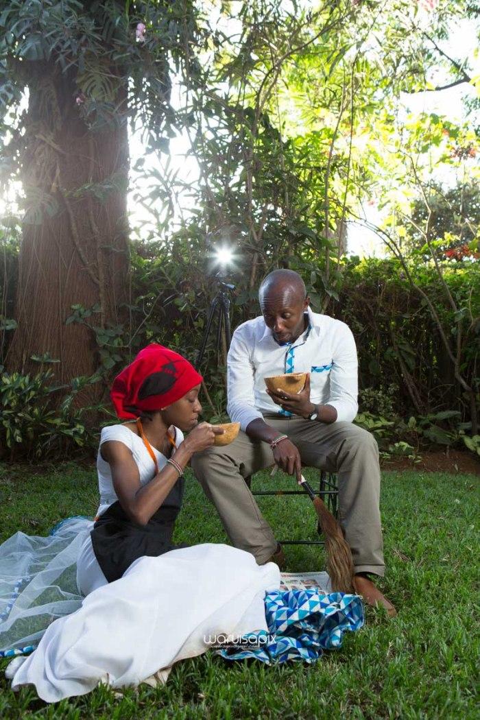 top kenyan wedding photographer waruisapix extreme fun unposed sponteneous photos of bridal party in african wear -117