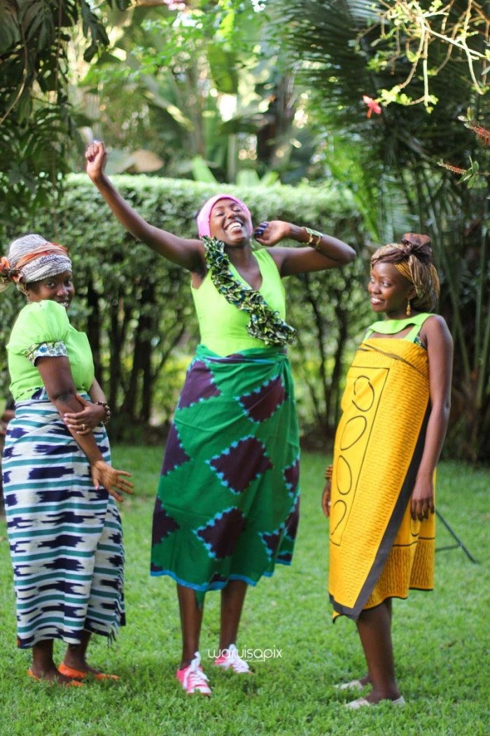 top kenyan wedding photographer waruisapix extreme fun unposed sponteneous photos of bridal party in african wear -118