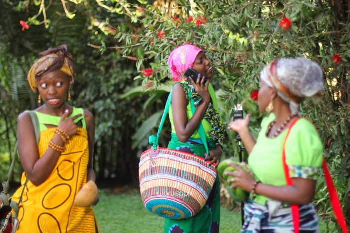 top kenyan wedding photographer waruisapix extreme fun unposed sponteneous photos of bridal party in african wear -121