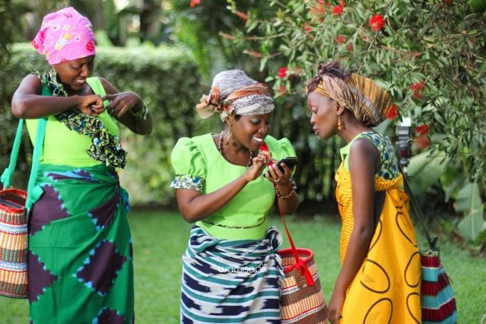 top kenyan wedding photographer waruisapix extreme fun unposed sponteneous photos of bridal party in african wear -122