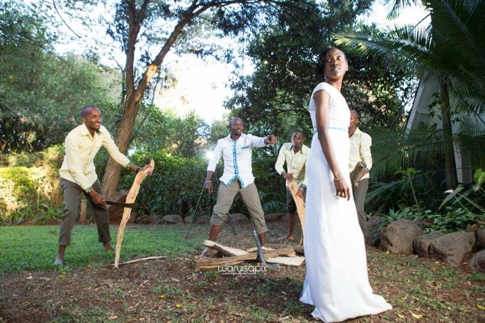 top kenyan wedding photographer waruisapix extreme fun unposed sponteneous photos of bridal party in african wear -127
