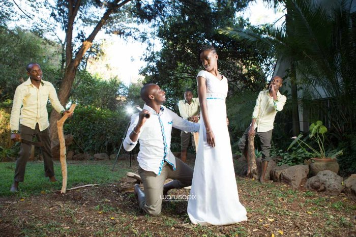 top kenyan wedding photographer waruisapix extreme fun unposed sponteneous photos of bridal party in african wear -129