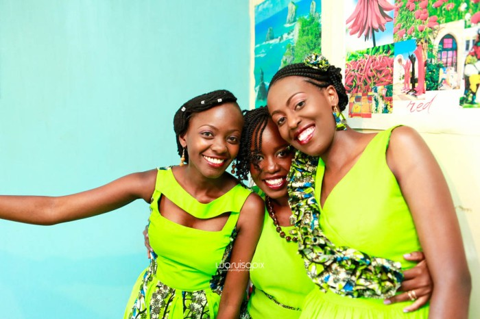 top kenyan wedding photographer waruisapix extreme fun unposed sponteneous photos of bridal party in african wear -13
