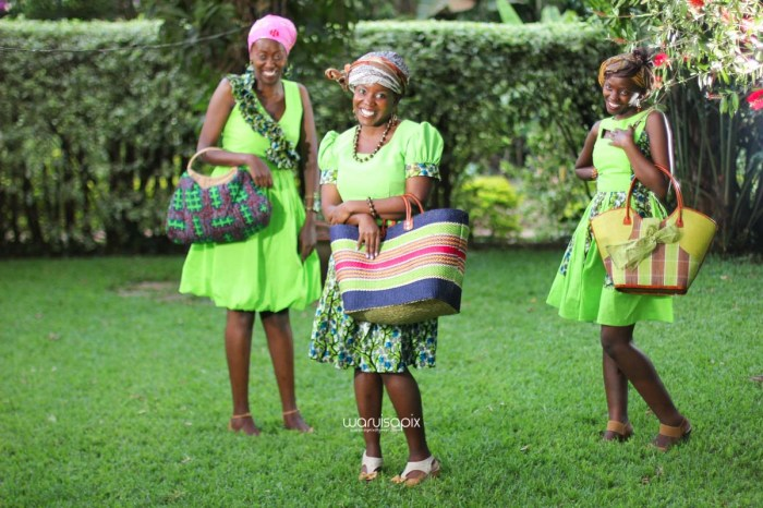 top kenyan wedding photographer waruisapix extreme fun unposed sponteneous photos of bridal party in african wear -132
