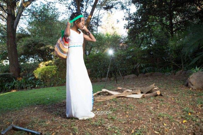 top kenyan wedding photographer waruisapix extreme fun unposed sponteneous photos of bridal party in african wear -133