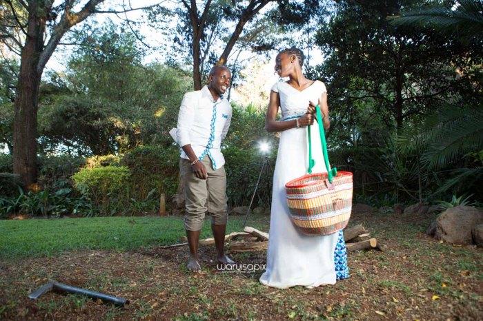 top kenyan wedding photographer waruisapix extreme fun unposed sponteneous photos of bridal party in african wear -136
