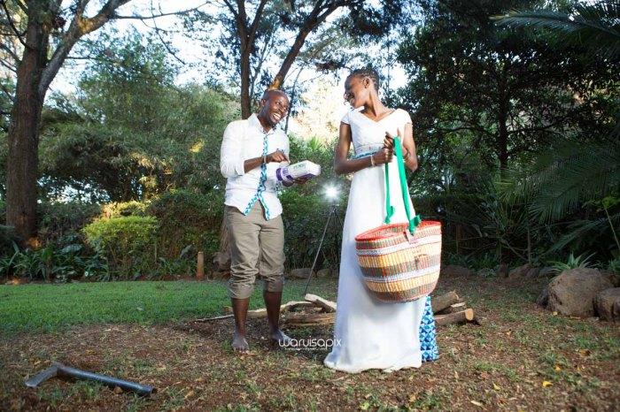 top kenyan wedding photographer waruisapix extreme fun unposed sponteneous photos of bridal party in african wear -137