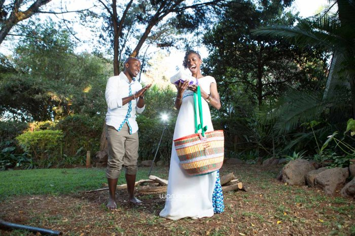 top kenyan wedding photographer waruisapix extreme fun unposed sponteneous photos of bridal party in african wear -138