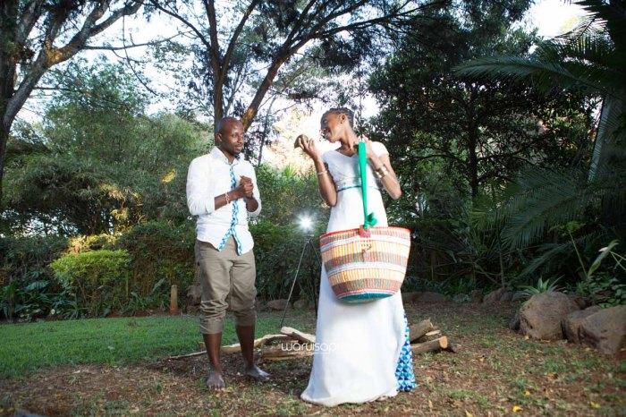 top kenyan wedding photographer waruisapix extreme fun unposed sponteneous photos of bridal party in african wear -140