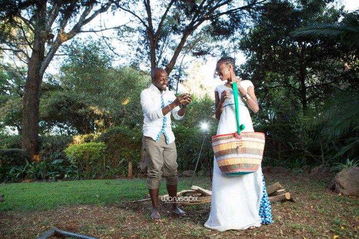 top kenyan wedding photographer waruisapix extreme fun unposed sponteneous photos of bridal party in african wear -141