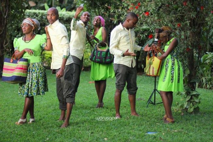 top kenyan wedding photographer waruisapix extreme fun unposed sponteneous photos of bridal party in african wear -143