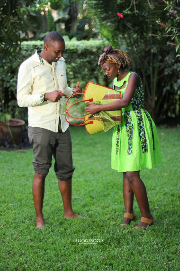 top kenyan wedding photographer waruisapix extreme fun unposed sponteneous photos of bridal party in african wear -146