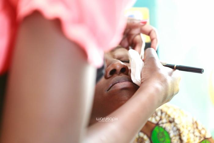 top kenyan wedding photographer waruisapix extreme fun unposed sponteneous photos of bridal party in african wear -15
