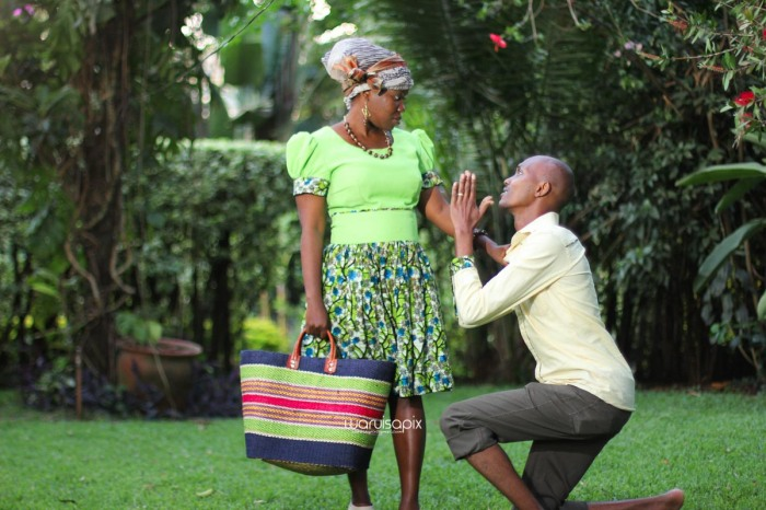 top kenyan wedding photographer waruisapix extreme fun unposed sponteneous photos of bridal party in african wear -150