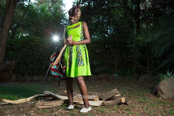 top kenyan wedding photographer waruisapix extreme fun unposed sponteneous photos of bridal party in african wear -155