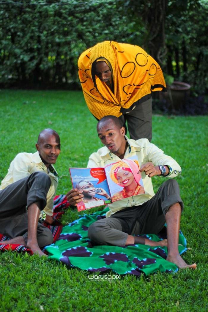 top kenyan wedding photographer waruisapix extreme fun unposed sponteneous photos of bridal party in african wear -157