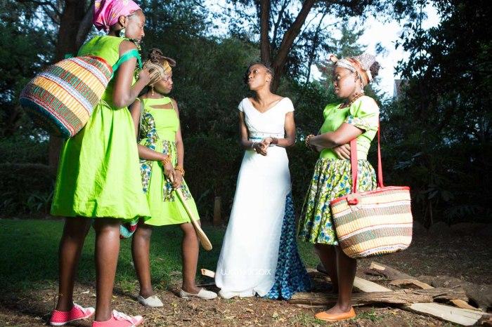 top kenyan wedding photographer waruisapix extreme fun unposed sponteneous photos of bridal party in african wear -158