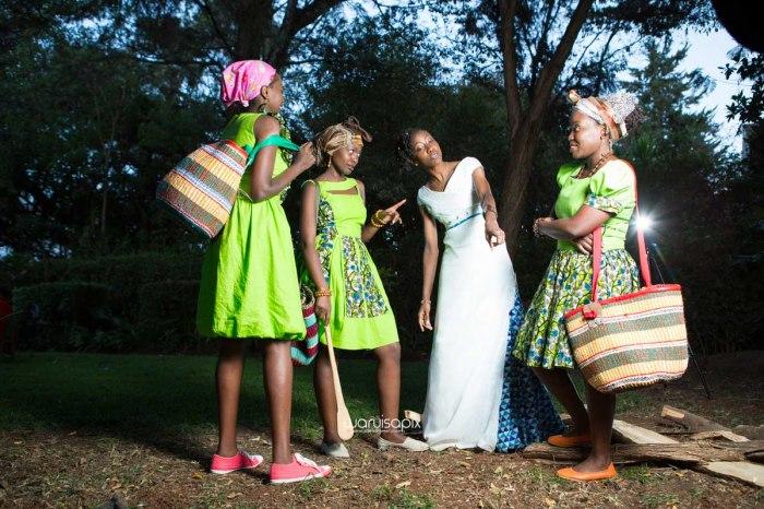 top kenyan wedding photographer waruisapix extreme fun unposed sponteneous photos of bridal party in african wear -160