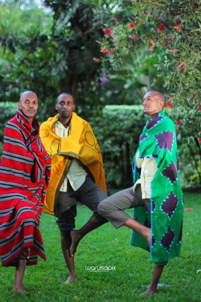 top kenyan wedding photographer waruisapix extreme fun unposed sponteneous photos of bridal party in african wear -161