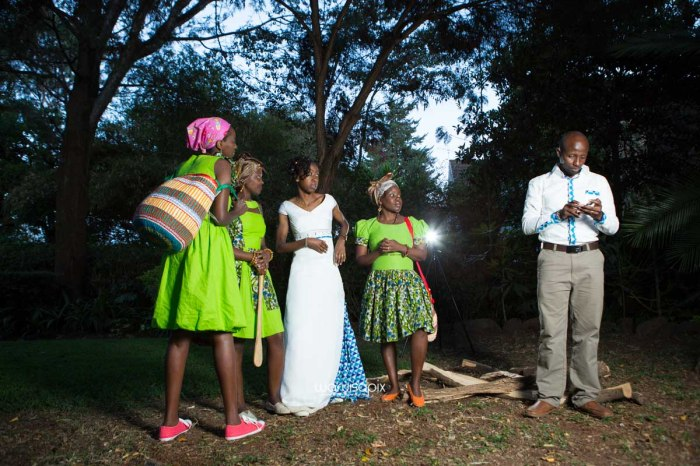 top kenyan wedding photographer waruisapix extreme fun unposed sponteneous photos of bridal party in african wear -162