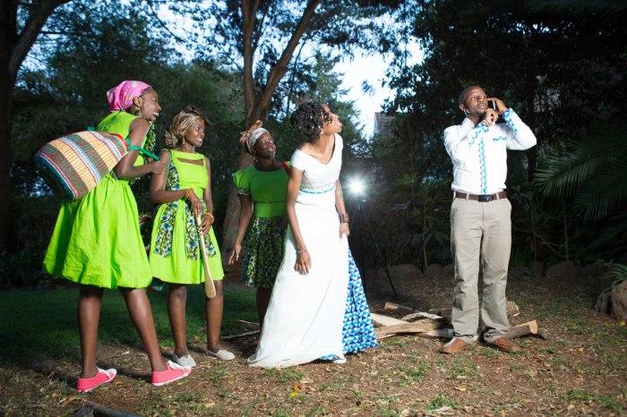 top kenyan wedding photographer waruisapix extreme fun unposed sponteneous photos of bridal party in african wear -165