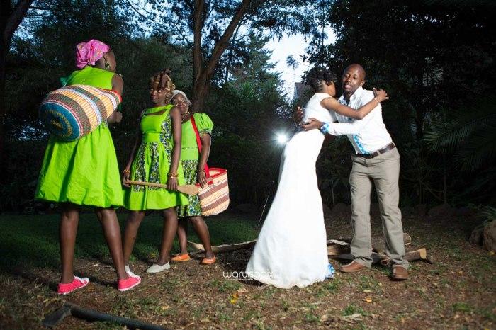 top kenyan wedding photographer waruisapix extreme fun unposed sponteneous photos of bridal party in african wear -167