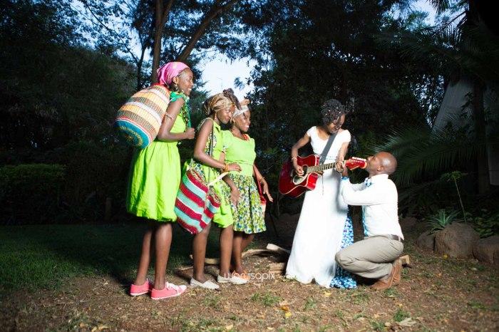 top kenyan wedding photographer waruisapix extreme fun unposed sponteneous photos of bridal party in african wear -169