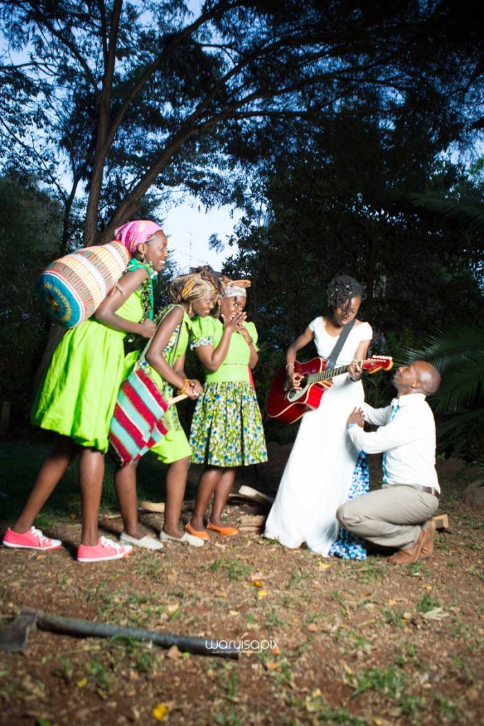 top kenyan wedding photographer waruisapix extreme fun unposed sponteneous photos of bridal party in african wear -170