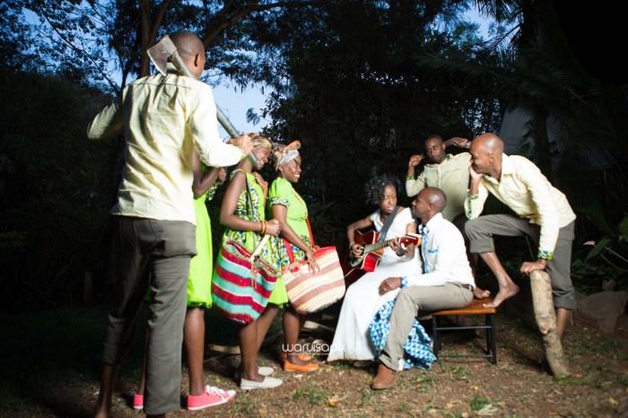 top kenyan wedding photographer waruisapix extreme fun unposed sponteneous photos of bridal party in african wear -171