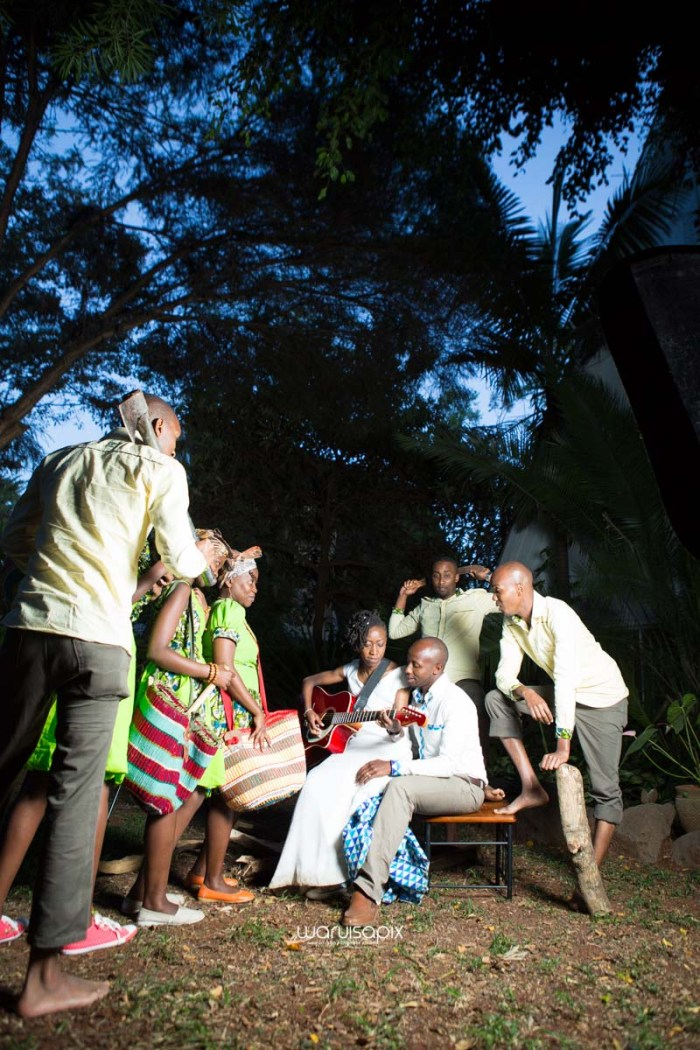 top kenyan wedding photographer waruisapix extreme fun unposed sponteneous photos of bridal party in african wear -172