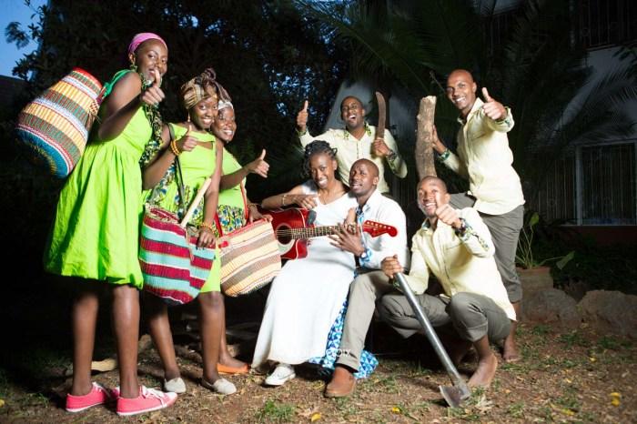 top kenyan wedding photographer waruisapix extreme fun unposed sponteneous photos of bridal party in african wear -173