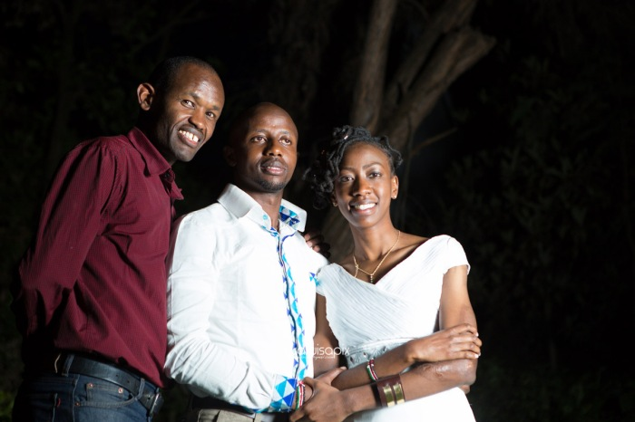 top kenyan wedding photographer waruisapix extreme fun unposed sponteneous photos of bridal party in african wear -178