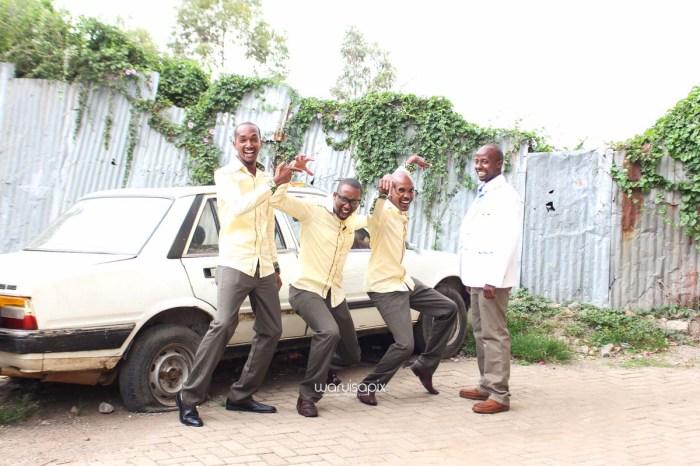 top kenyan wedding photographer waruisapix extreme fun unposed sponteneous photos of bridal party in african wear -18