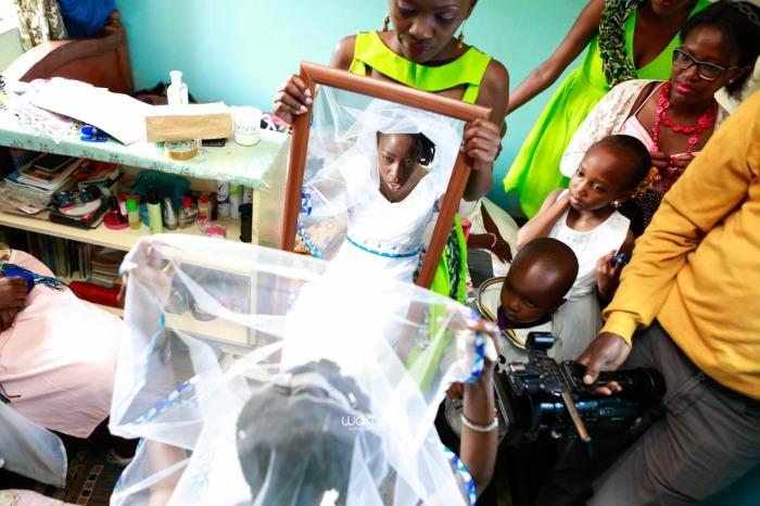 top kenyan wedding photographer waruisapix extreme fun unposed sponteneous photos of bridal party in african wear -19
