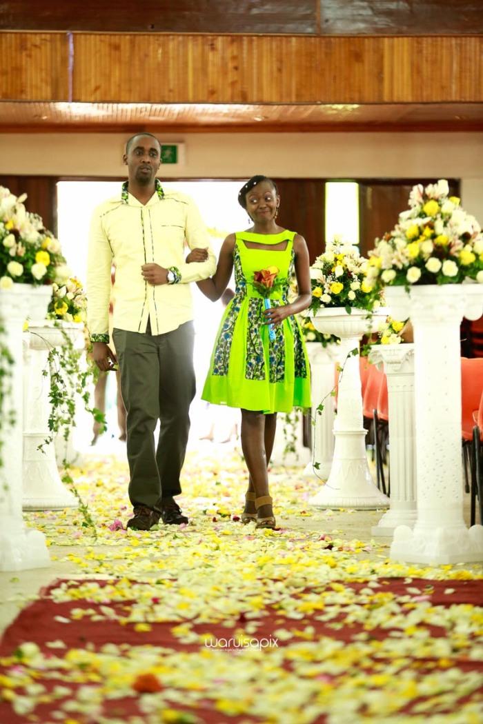 top kenyan wedding photographer waruisapix extreme fun unposed sponteneous photos of bridal party in african wear -24