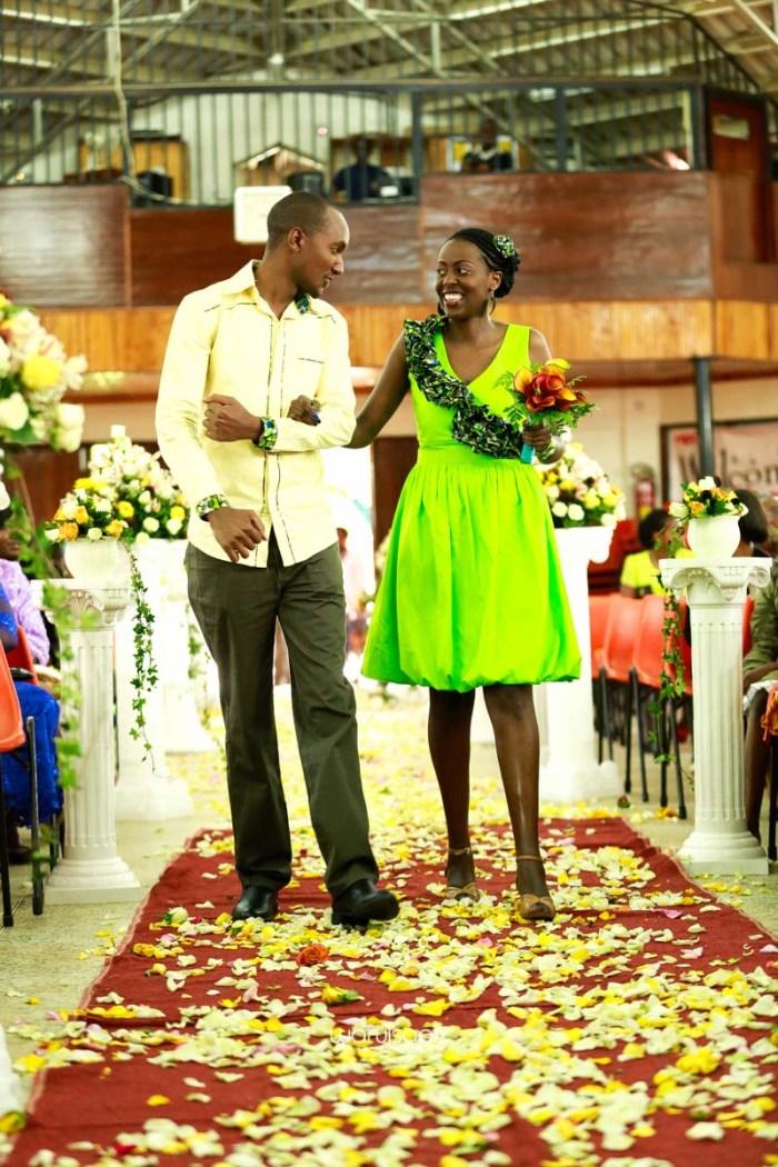 top kenyan wedding photographer waruisapix extreme fun unposed sponteneous photos of bridal party in african wear -25