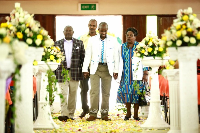 top kenyan wedding photographer waruisapix extreme fun unposed sponteneous photos of bridal party in african wear -27