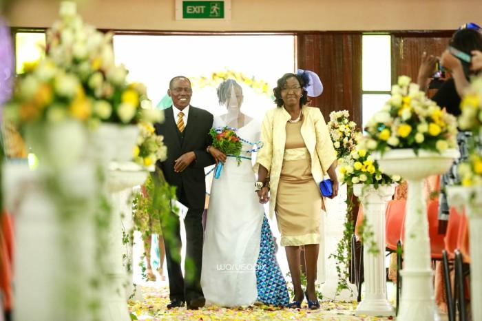 top kenyan wedding photographer waruisapix extreme fun unposed sponteneous photos of bridal party in african wear -29