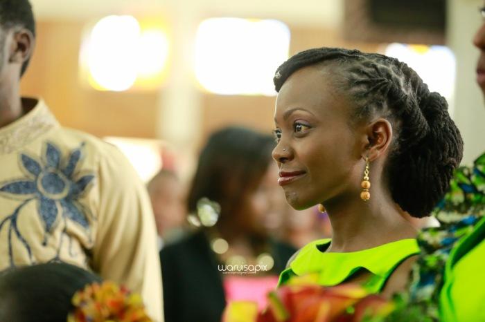 top kenyan wedding photographer waruisapix extreme fun unposed sponteneous photos of bridal party in african wear -31